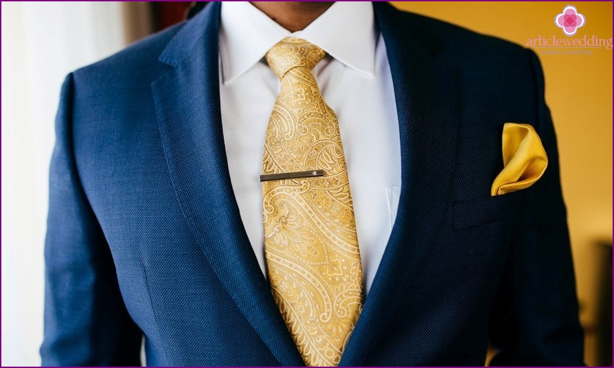 The image of the groom in blue and gold