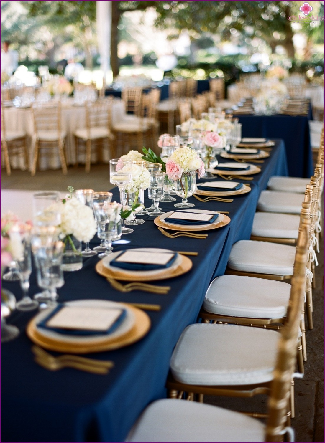 Wedding decor in blue and gold