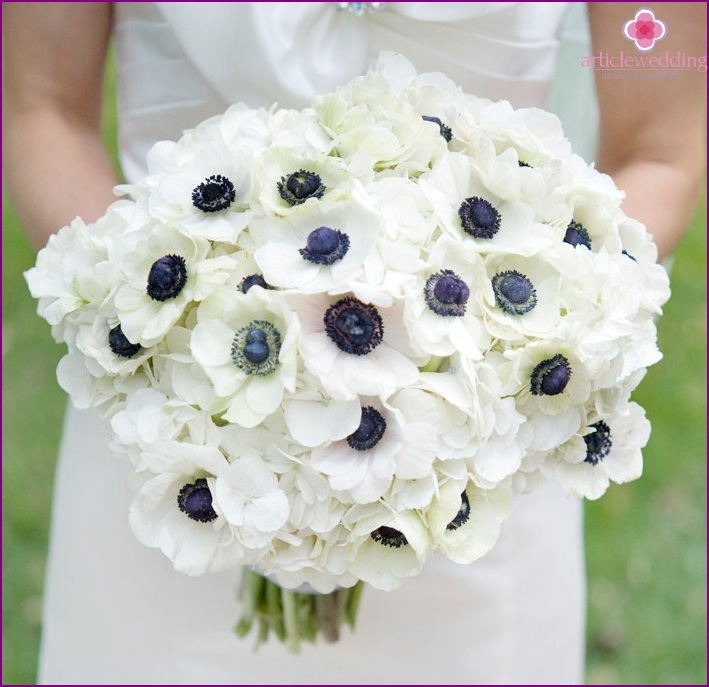 Bridal bouquet in blue