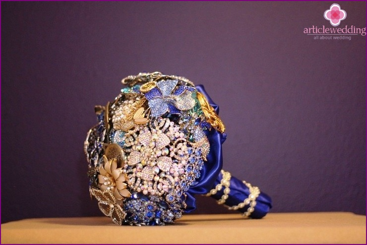Bouquet in blue and gold