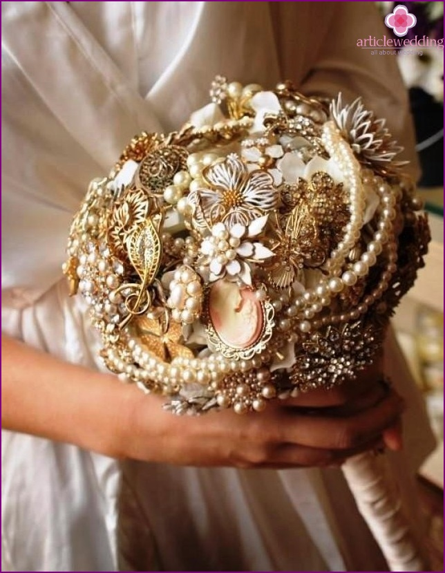 Bouquet in gold color
