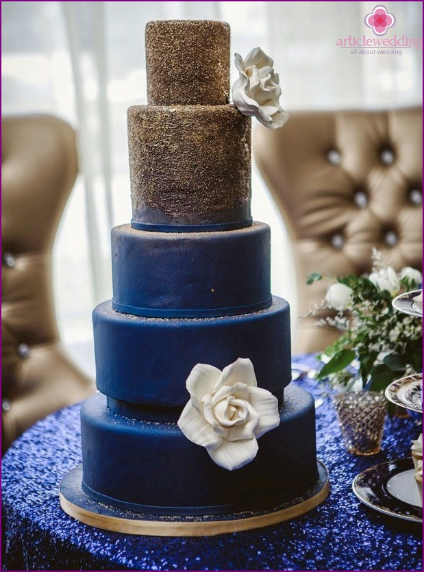 Cake in blue and gold color