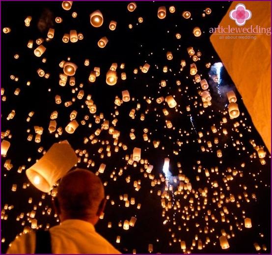 Wedding scattering of sky lanterns