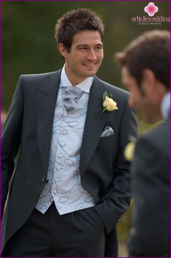 Ascot scarf - trendy groom accessory