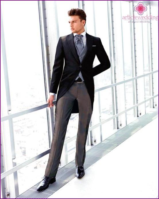 Elegant grooms choose plastron