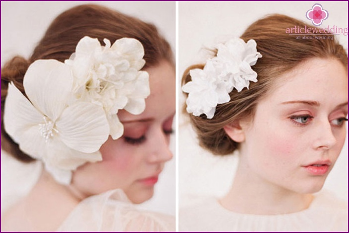 Delicate hairpin with flowers for the bride