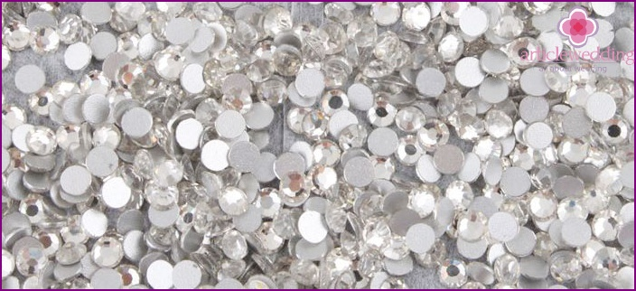 Types of rhinestones for wedding manicure
