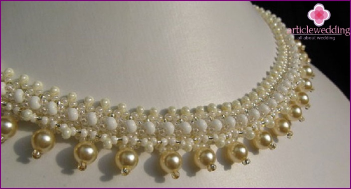 DIY wedding necklace made of beads