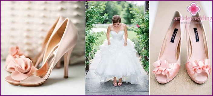 Soft pink sandals for a wedding