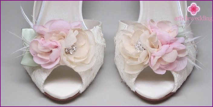 Sandals with a flower
