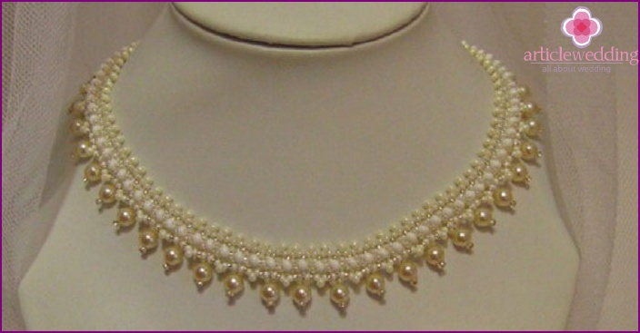 DIY handmade wedding necklace