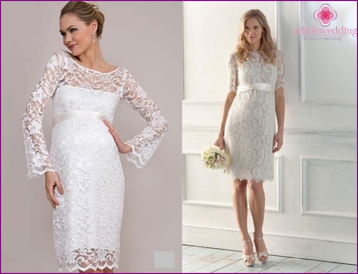 Modelle eng anliegender Kurzkleider für Schwangere
