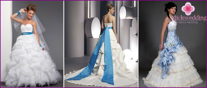 Blue belt and white dress of the bride and groom