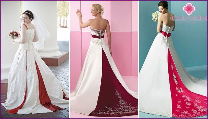 Roter Zug auf einem Hochzeitskleid: heller Akzent
