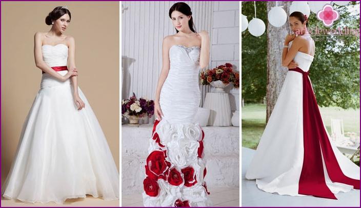 Hochzeit rot-weiße Brautjungfernroben