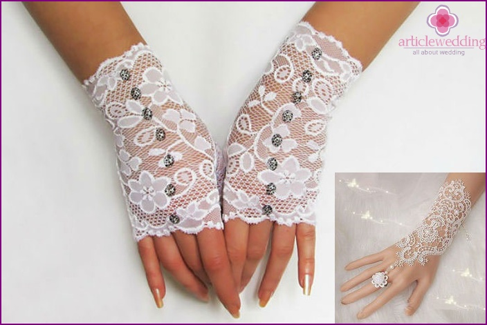 Gloves with beads for the bride