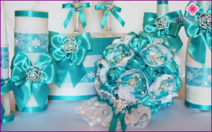 A combination of a turquoise bouquet and wedding accessories
