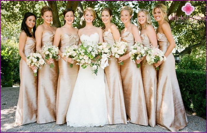 Bridesmaids in comfortable clothes