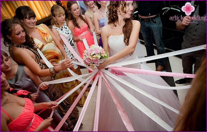 How to throw a bouquet