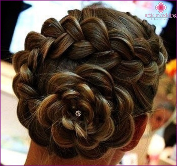 Spiral flower-shaped braid
