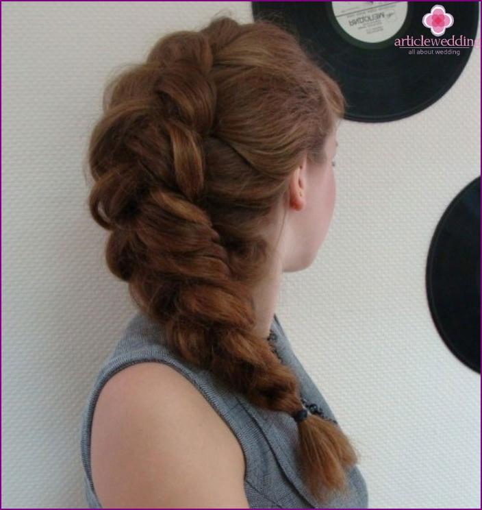 Bride hairstyle: beautiful french weave