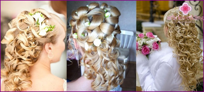 Weaving on the bride's loose hair