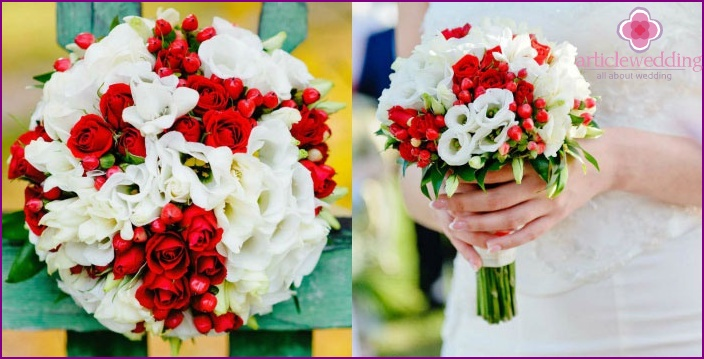 A vivid combination of spray roses with lisianthus
