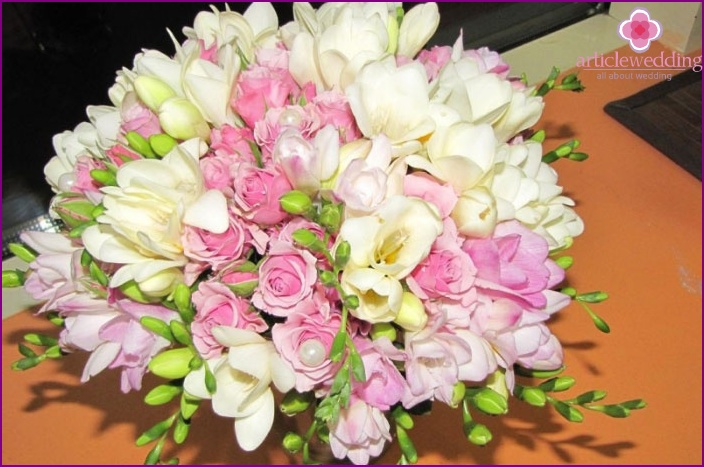 Attribute for the bride with a spray rose