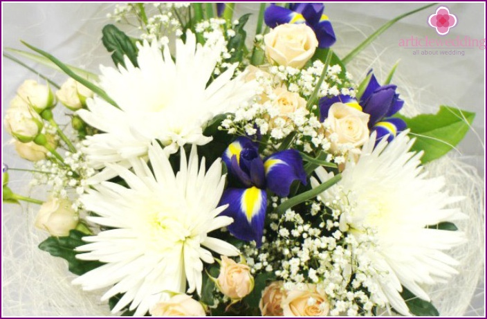 Flower accessory for the bride of chrysanthemums and irises