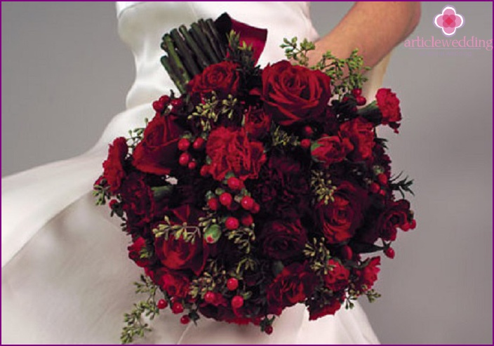 Red roses blend perfectly with a white dress