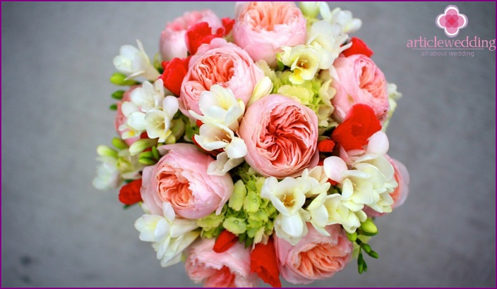 Freesia in a peony composition for the bride