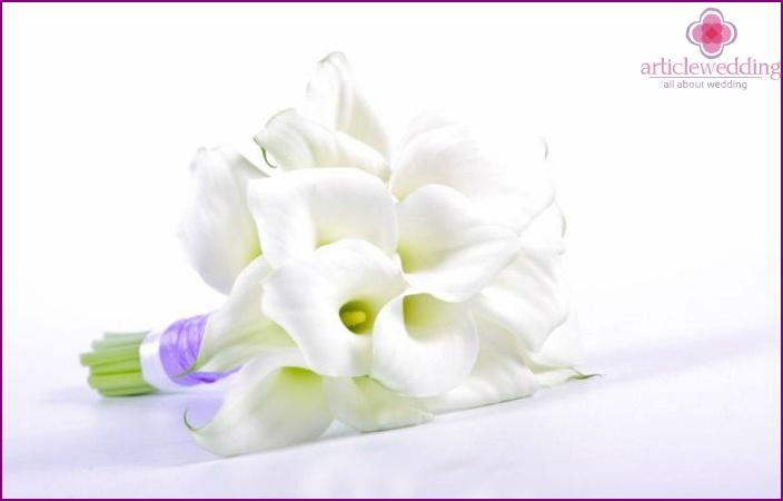 Calla-based wedding arrangement
