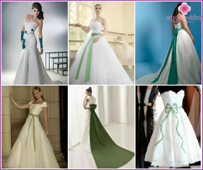 Grüne Schleife auf einem weißen Outfit der Braut und des Bräutigams