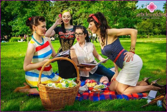 Pin-up bachelorette party photo shoot