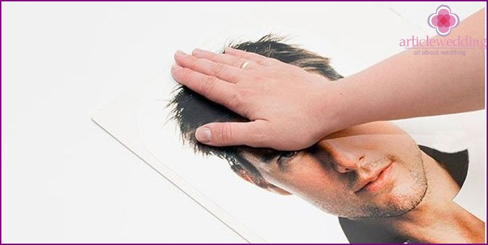 Glue the photo props on cardboard