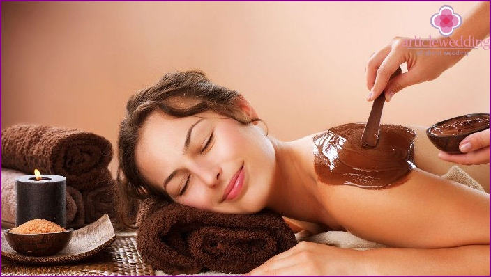 Chocolate wrapping in a spa at a bachelorette party