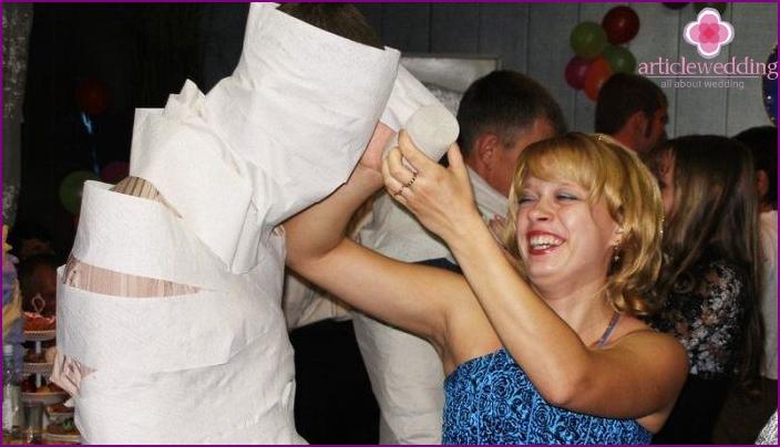 Mummy wedding game