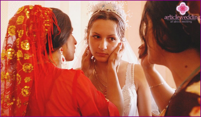 Preparing a gypsy bride for a wedding