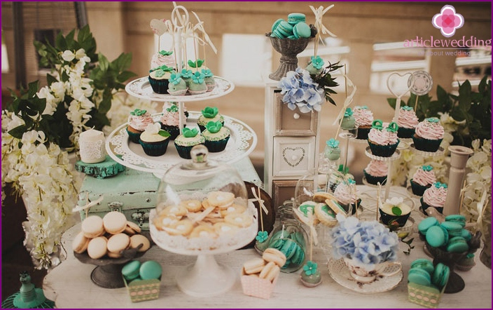 Cupcakes as an alternative to a wedding cake