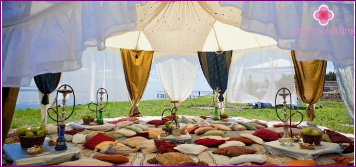 Mini Shisha unter dem Zelt bei der Hochzeit