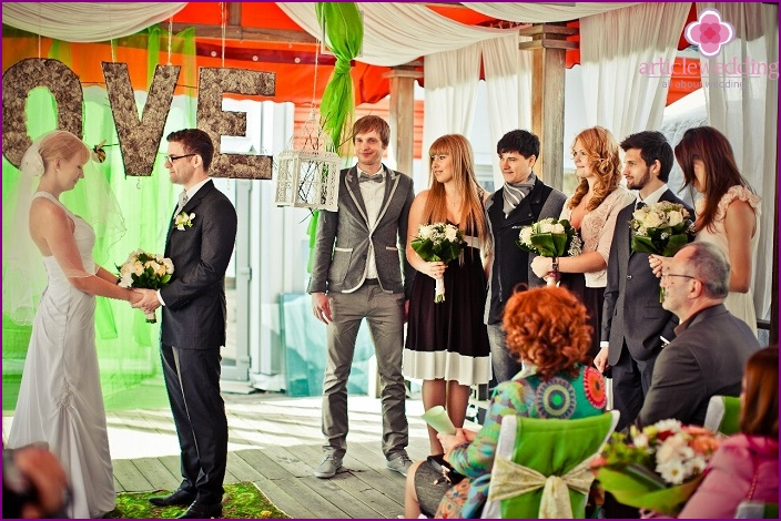 Exchange of wedding vows near the arch in a cafe