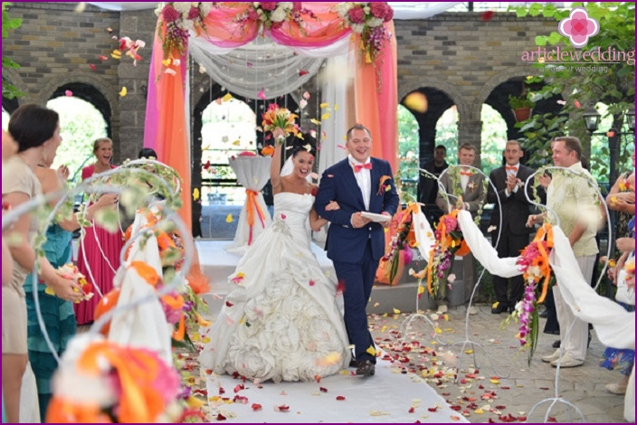 The tradition of shedding newlyweds with petals