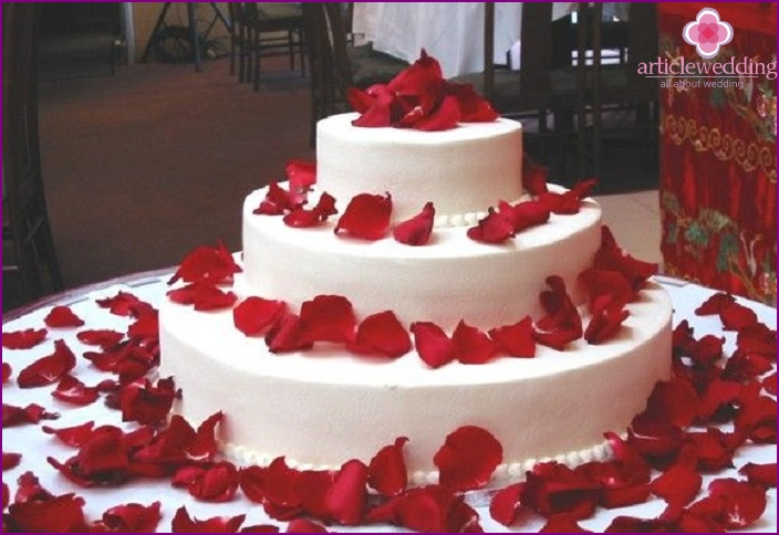 Good ideas for decorating weddings with rose petals