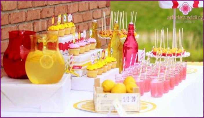 Lemonade at the wedding
