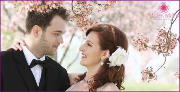 Newlyweds spring photo shoot