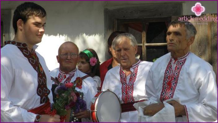Männer vom Bräutigam werben um die ukrainische Braut