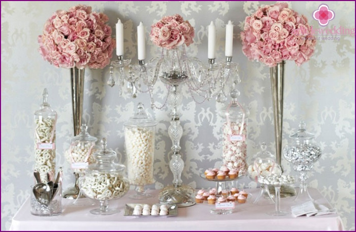 Crystal in vintage style candy bar decor