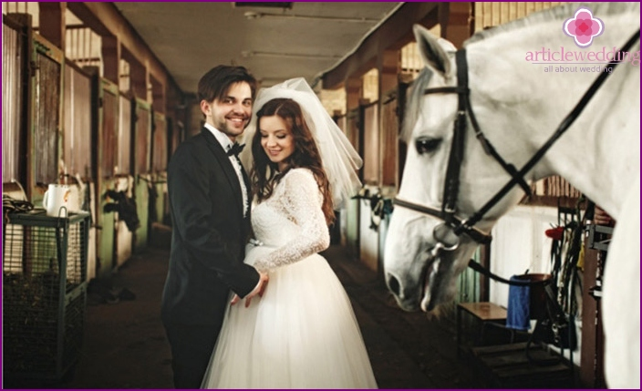 Wedding photo session in the stable