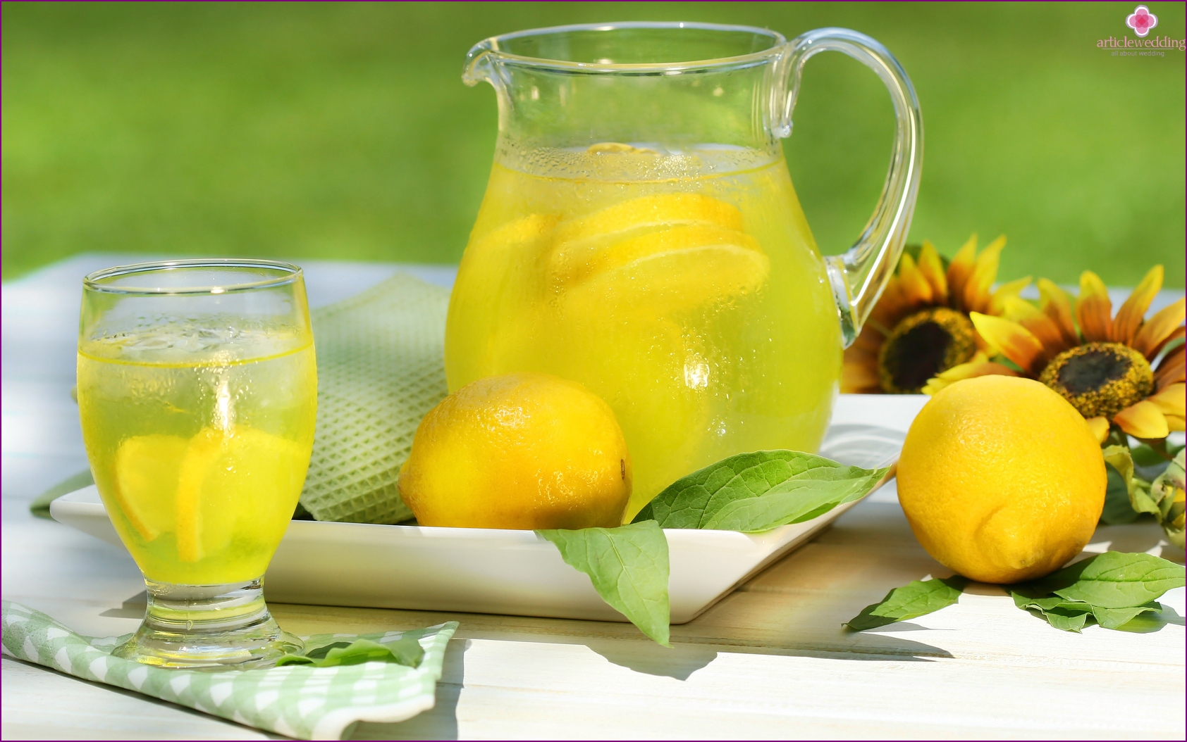 Lemonade - the best drink for a summer wedding