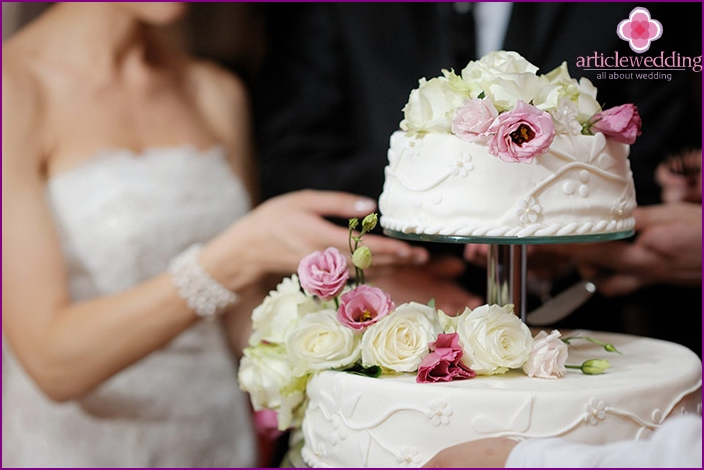 Wedding cake - a key gastronomic detail of the menu